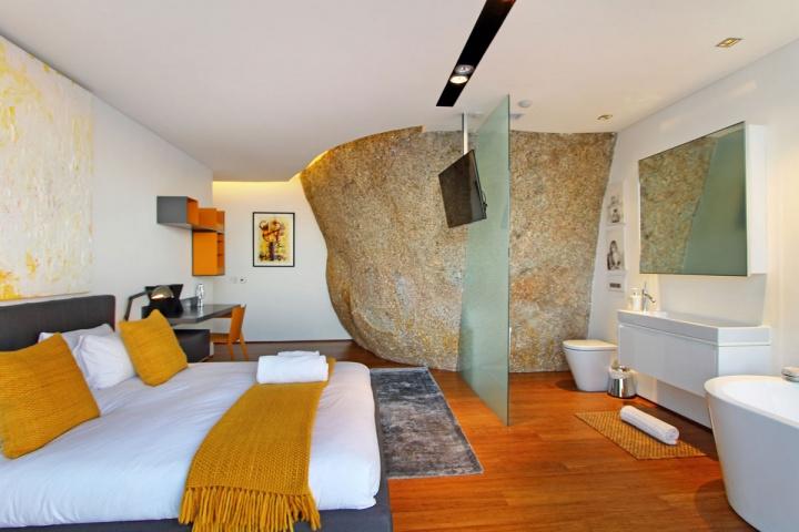 guest-room-boulder-feature