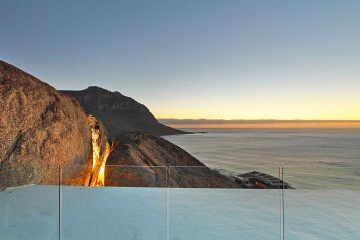 night-top-deck-boulder-view