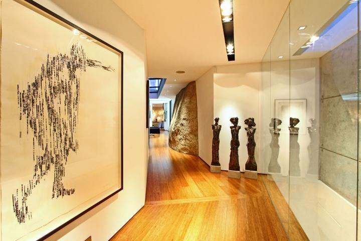 open-hallway-art-gallery